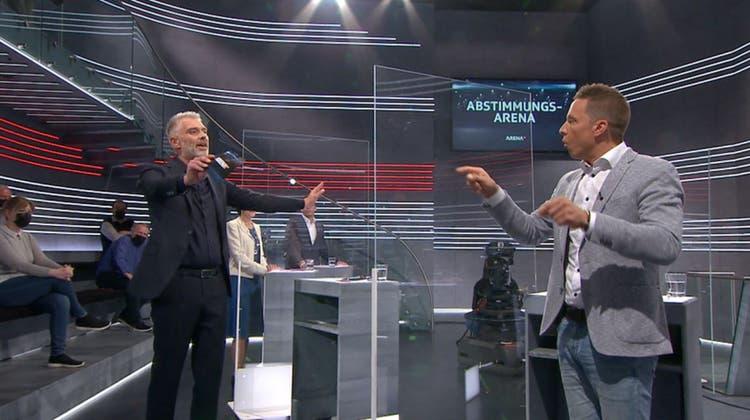 Sandro Brotz sieht sich in der «Arena» mit Fälschungsvorwürfen konfrontiert. (Bild: ScreenshotSRF)
