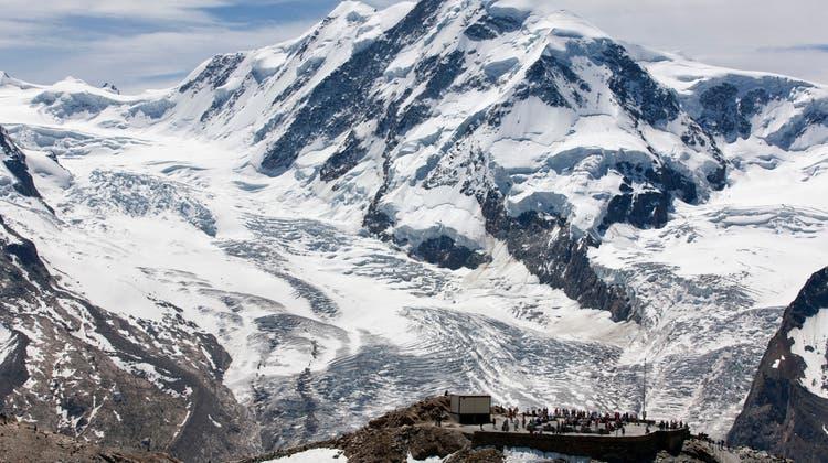 Der Unfall ereignete sich auf dem Grenzgletscher oberhalb von Zermatt. (Keystone)