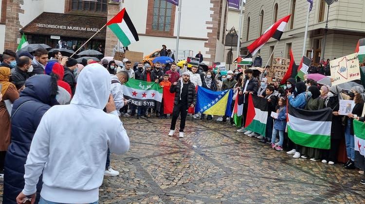 Die Demonstrierenden kritisierten Israel und forderten ein freies Palästina ohne Judenhass und Unterdrückung. (Fabian Schwarzenbach)