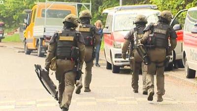 Einsatzkommando der Polizei aufgeboten und Brand an der Sonnenbergstrasse