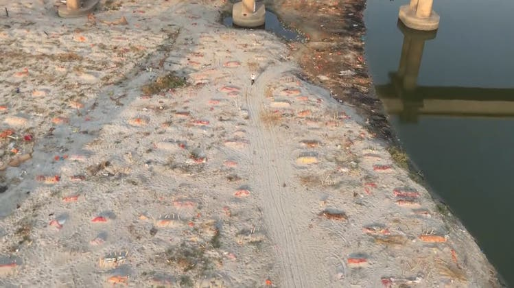 Corona-Tote sollen in Indien an den Ufern des Ganges angeschwemmt worden sein