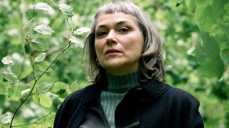 Für unseren Fotografen ging die St.Galler Regisseurin Mirjam von Arx auch in den tiefen Wald. Um die Angst zu verstehen, ging sie in ihrem neuen Dokumentarfilm «The scent of fear» noch viel weiter. (Bild: Tobias Garcia)