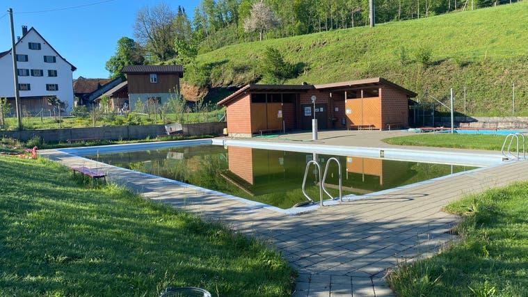 Das Freibad in Fisibach: Ab der neuen Saison sind hier keine auswärtigen Gäste mehr zugelassen. (Daniel Weissenbrunner)