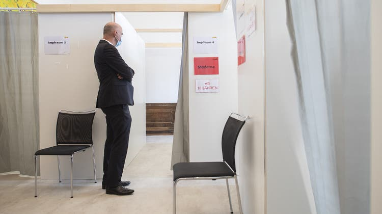 Optimistisch: Bundesrat Alain Berset beim Arbeitsbesuch in Schaffhausen. (Keystone)
