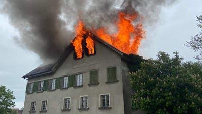 Die Feuerwehr konnte den Brand unter Kontrolle bringen. (Leserreporter / Mani Pfulg)
