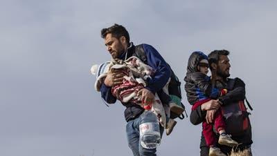 Syrische Flüchtlinge sollen zurück in ihr Heimatland - trotz Bürgerkrieg. An dem Entscheid der dänischen Regierung gibt es massive Kritik. (Erdem Sahin / EPA)