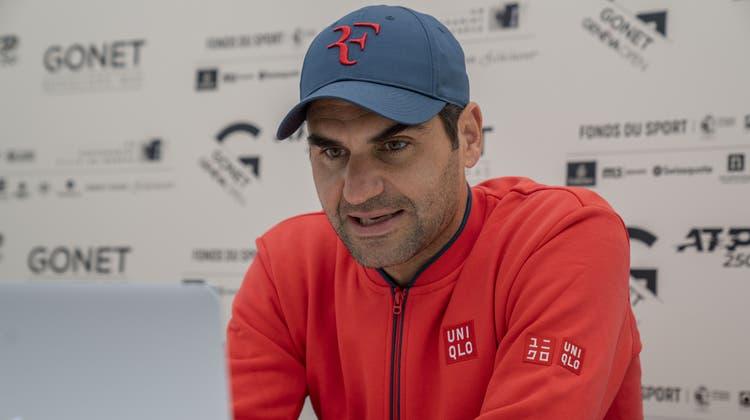 Seit knapp zwei Jahren bestreitet Roger Federer in Genf erstmals wieder ein Turnier auf Sand. Doch der Fokus gilt einem anderen Ziel. (Martial Trezzini / KEYSTONE)
