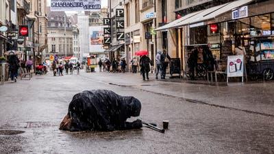 Seit Monaten sind sie das Gesprächsthema in Politik und Bevölkerung: die Bettelnden in Basel. (Nicole Nars-Zimmer)