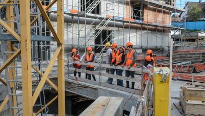 Die Bauwirtschaft verzeichnet bereits wieder Personalmangel. (Bild: Toni Widmer)