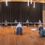 Hausen hat neun Kandidierende für den Gemeinderat. Dazu wurde für die Medien im Gemeindesaal mit allen Teilnehmendenein Podium organisiert. (Bild: Chris Iseli (17. Mai 2021))