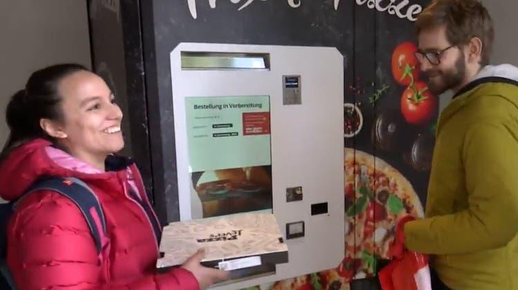 In Luzern gibt es neu Pizza aus dem Automaten: Wir haben getestet, wie sie schmeckt