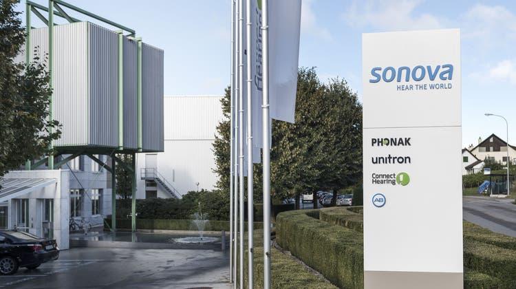 Der Umsatz von Sonova ist zwar gesunken, trotzdem zeigt sich das Unternehmen zufrieden mit dem Jahresergebnis. (Keystone)