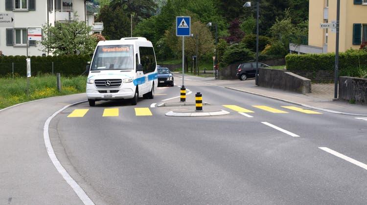 Fährt mindestens bis Ende 2023: Der Hergiswiler Ortsbus, hier unterwegs auf der Sonnenbergstrasse. (Bild: Kurt Liembd (Hergiswil, 14. Mai 2021))