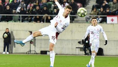 Das Tor bei seinem traumhaften Nati-Debüt: Cedric Itten köpft die Schweiz am 15. November 2019 zum 1:0 gegen Georgien. Es ist der Sieg, der den Schweizern die EM-Teilnahme ebnet. (Walter Bieri / KEYSTONE)