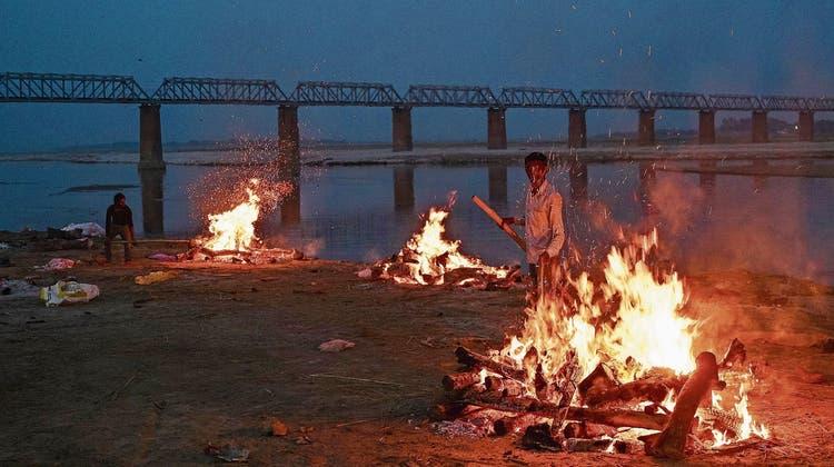 2000 Leichen schwimmen im Ganges: Indien weiss nicht mehr, wohin mit all den Toten