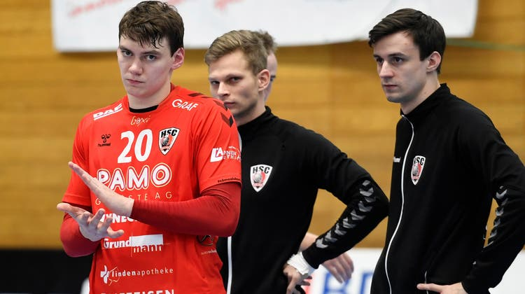 Lukas Laube (links, verletzt), Jan Peter (Mitte, Reservist) und Mathias Müller (Reservist) helfen dem HSC derzeit vor allem neben dem Feld. (Alexander Wagner / FOTO Wagner)
