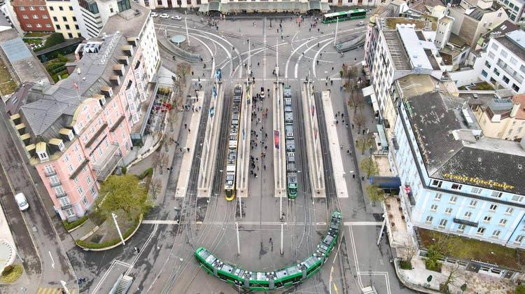 So ordentlich aufgeräumt sieht der Centralbahnplatz leider nur äusserst selten aus. (Benjamin Wieland)