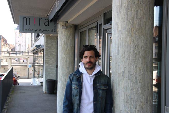 Carlos Ferreira vor seiner Tapas-Bar Mira in Baden, für die er ein grosses Risiko eingegangen ist.