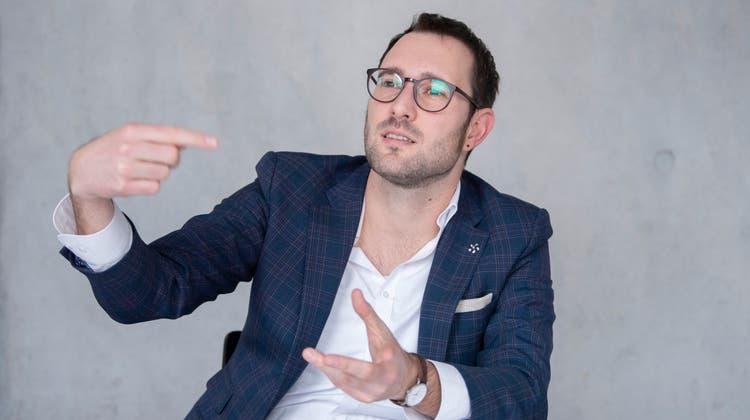 Lineo Devecchi ist Co-Leiter des Zentrums für Gemeinden an der Ostschweizer Fachhochschule OST. (Bild_ Urs Bucher)