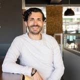 Carlos Ferreira, Gastro-Unternehmer, feiert mitten im Corona-Lockdown das 10-Jahr-Jubiläum seiner Tapas-Bar Mira, Baden, 30. März 2021. (Alex Spichale)
