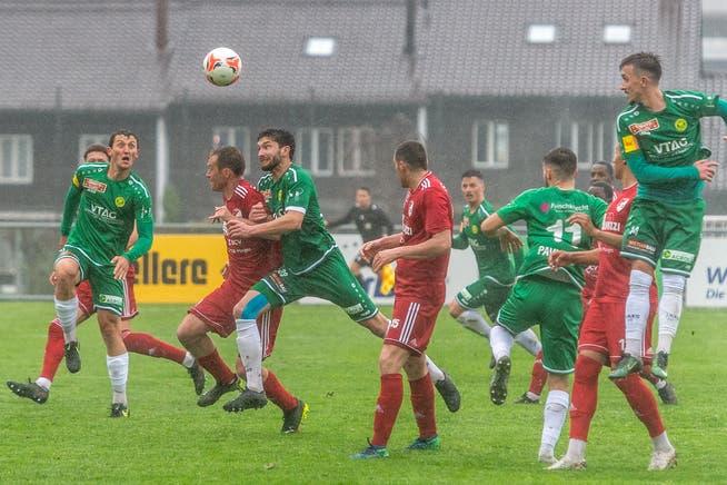 Die Spieler des SC Brühl und des FC Bavois schenkten sich am Samstag im Paul-Grüninger-Stadion nichts, die Romands waren aber erheblich besser im Ummünzen ihrer Chancen in Tore.
