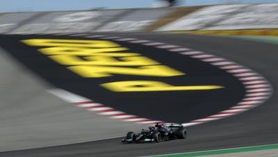 Mercedes-Fahrer Lewis Hamilton auf Siegeskurs im GP von Portugal. (AP)