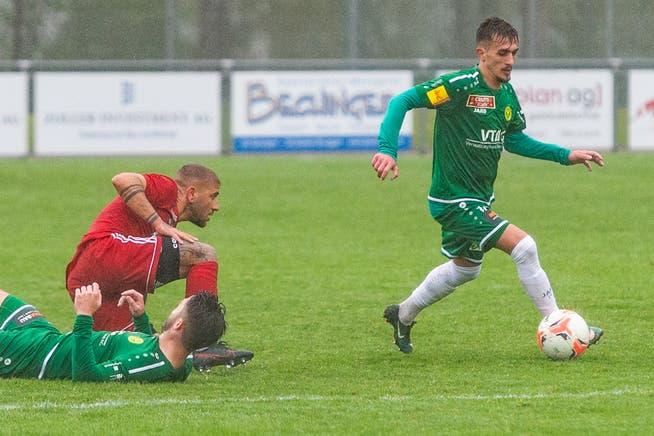 Fussball im Regen: Das Wetter spielte bei der Begegnung des SC Brühl und des FC Bavois am Samstag nicht wirklich mit.