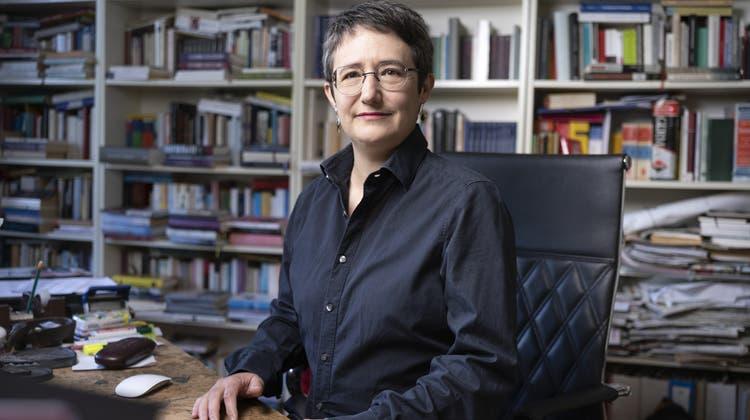 Annette Hug, Schriftstellerin, zu Hause in Zürich. (Gaetan Bally / KEYSTONE)