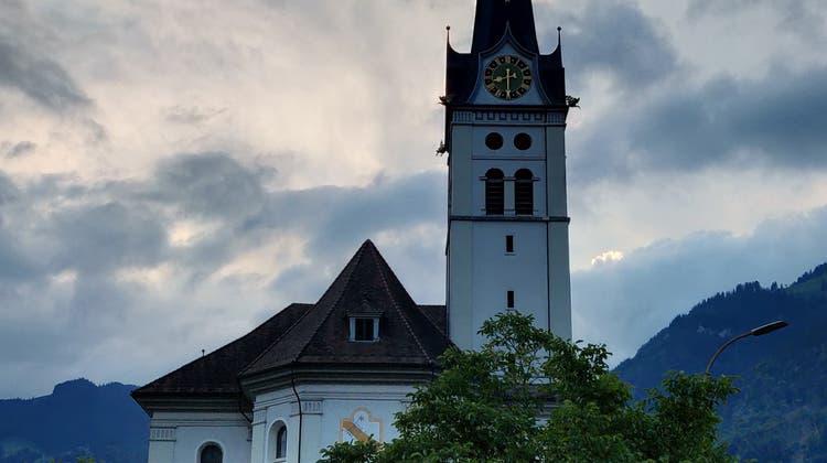 Die Swisscom hält an ihren Plänen fest, im Kirchturm von Alpnach eine Antenne zu erstellen. (Bild: Obwalnder Zeitung (Alpnach, 7. Juni 2018))
