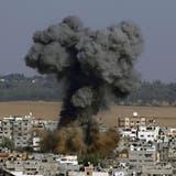 Rauch steigt über Gaza-Stadt nach einem israelischen Luftangriff. (Keystone)