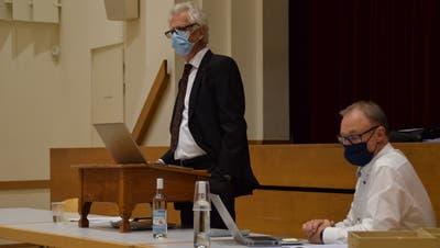 Stadtammann Raymond Tellenbach (links) und Stadtschreiber Beat Neuenschwander informierten über die Traktanden der Einwohnergemeinde- und der Ortsbürgerversammlung. (Bild: Pascal Bruhin (19.5.2021))