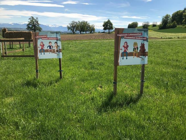 Im Freiamt wird bei Plakaten der Schriftzug «2x Nein zu den extremen Agrarinitiativen» übersprayt oder, wie hier, einfach weggeschnitten. Wer dafür verantwortlich ist, ist unklar.