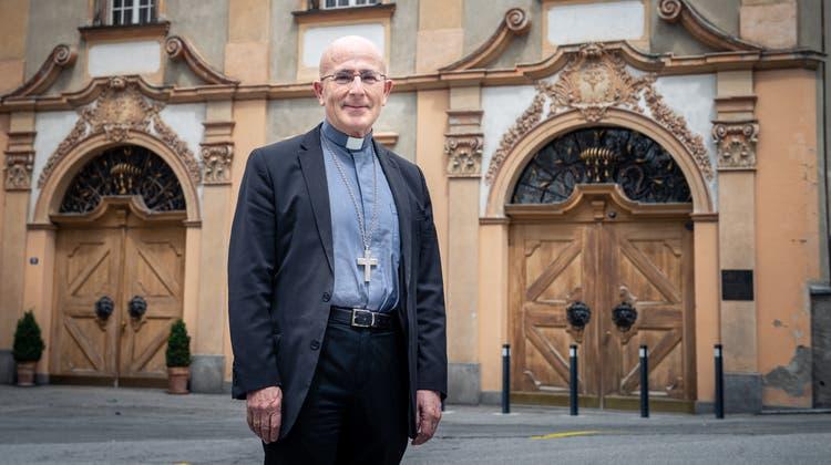 Joseph Maria Bonnemain, Bischof des Bistum Chur, sieht Parallelen im Krafttraining un im Beten. (Bild: Boris Bürgisser (Chur, 17. Mai 2021))