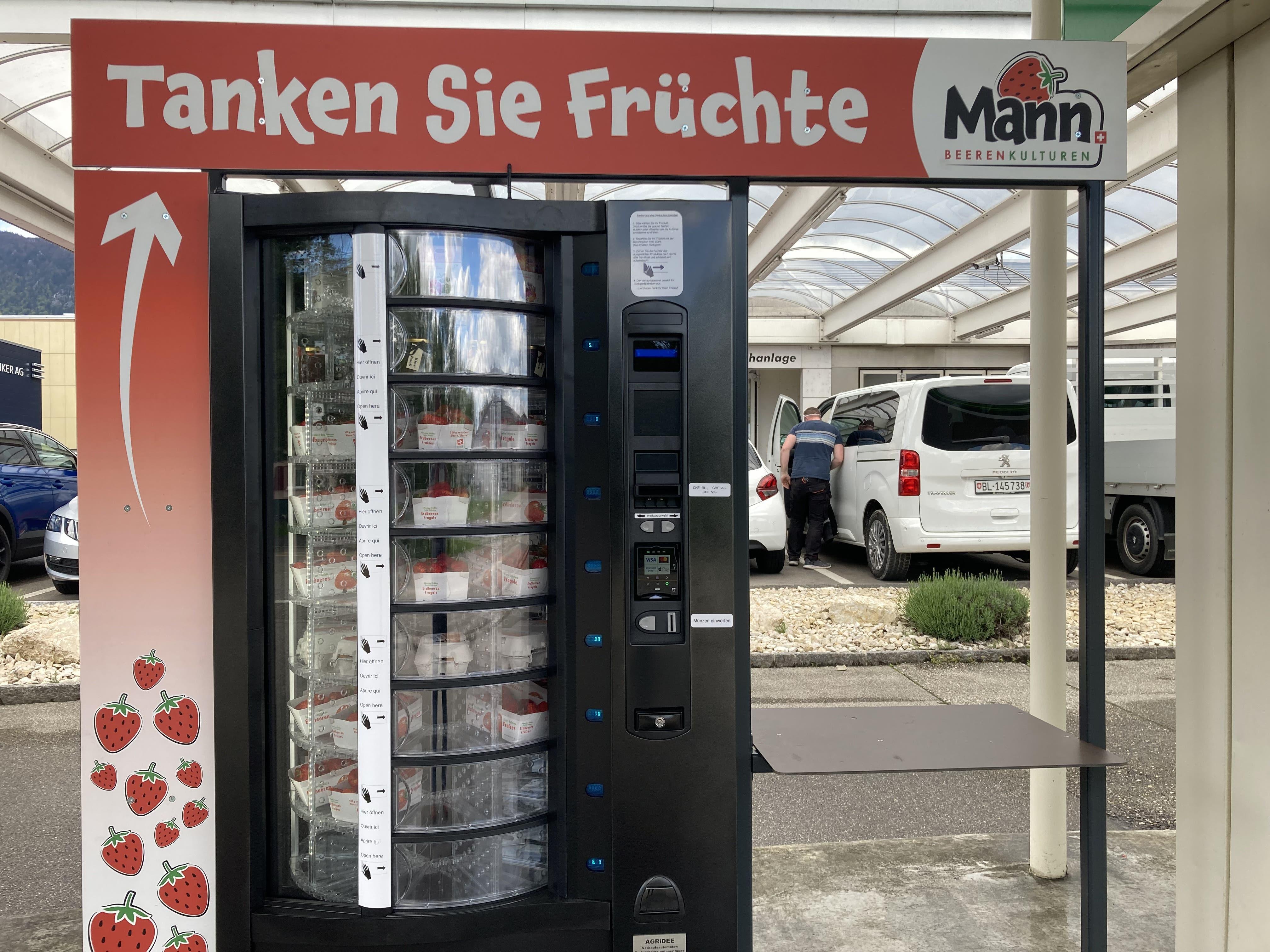 Die erste Früchtetankstelle der Schweiz an der BP-Tankstelle in Bellach.