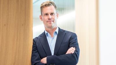 Patrik Hugelshofer: frisch gewählter Verwaltungsratspräsident im neuen Gebäude der Raiffeisenbank Regio Altnau. (Bild: Andrea Stalder)