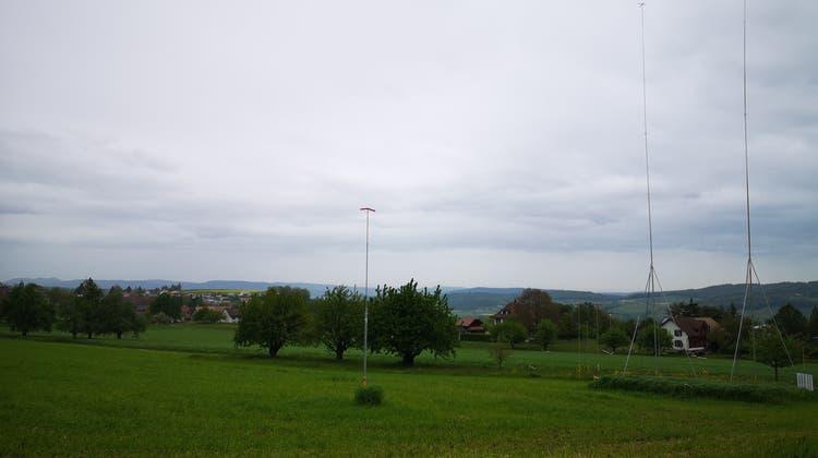 Die Baurpofile für den neuen Milchviestall von Bauer Werner Scheurer im Gebiet «Bodenacker» südlich des Dorfkerns von Leutwil. (Urs Helbling)