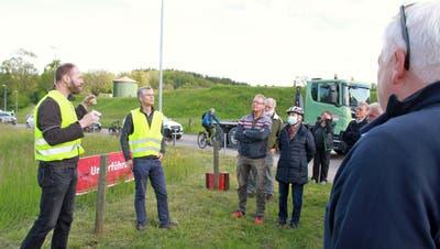 Die SVP-Kantonsräte Damian Gahlinger und Bruno Dudli (von links) informieren über die Sanierung der Augarten-Kreuzung nach der Ablehnung einer entsprechenden Vorlage im Kantonsrat. (Bild: Philipp Stutz)