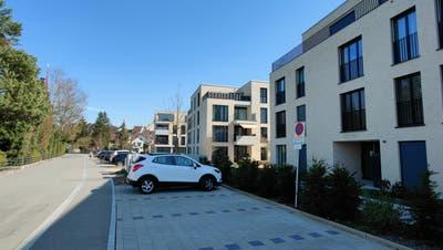 Die Überbauung Am Ufer in Bremgarten: Wer sein Fahrzeug auf dem Besucher-Parkplatz abstellen will, braucht die Karte eines Vermieters. (Dominic Kobelt)
