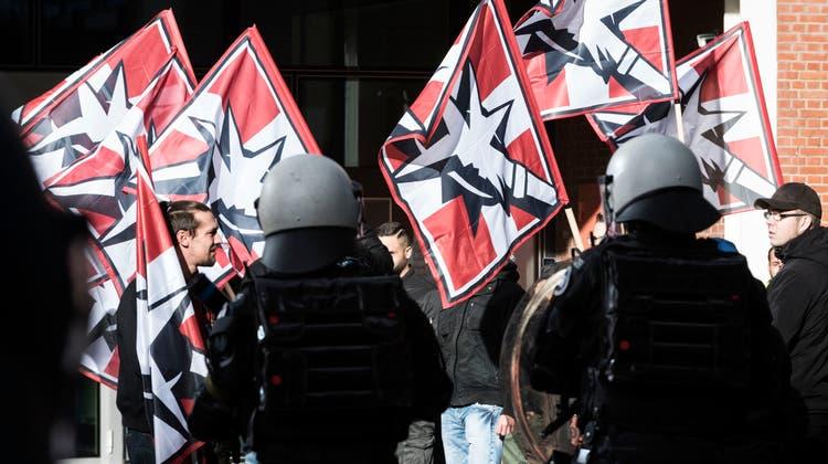Die Pnos-Demo im November 2018 sorgte für einen Grosseinsatz der Polizei. Und auch der Geheimdienst war vor Ort. (Roland Schmid)