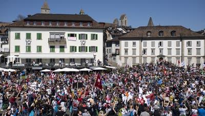 Demo am 24. April in Rapperswil: Auch hierfür hatte der Verein «Stiller Protest» keine Bewilligung erhalten - stattgefunden hat die Kundgebung trotzdem. (KEYSTONE)