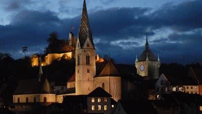 Der Stadtrat will die Nachtbeleuchtung von Badener Wahrzeichen früher abschalten. Künftig sollen sie nur noch bis 22 Uhr beleuchtet werden. (Archivbild:Walter Schwager)