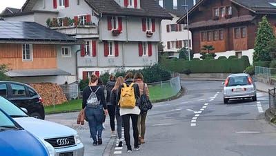 Für die beiden sich hier kreuzenden Strassen Hinterdorfstrasse und alte Landstrasse hat der Gemeinderat ein Gesuch um Tempo 30 eingereicht. (Bild Robert Hess (Alpnach, 21.5.2021))