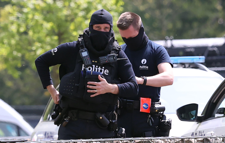 Die belgischen Polizisten werden auch von Spezialisten aus Deutschland und den Niederlanden unterstützt.