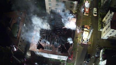 Das Mehrfamilienhaus ist nach dem Brand unbewohnbar. (Bilder: Kapo SG)