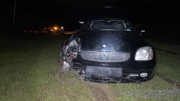 Das Auto durchbrach einen Weidezaun, bevor es zum Stillstand kam. (Kapo BL)
