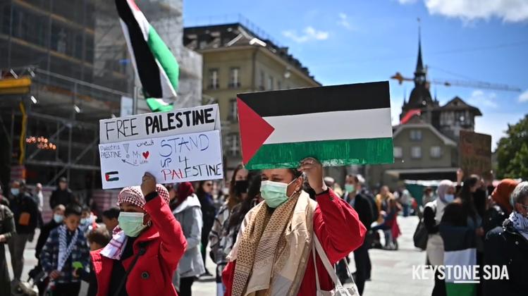 Gut 100 Personen nehmen anSolidaritätskundebung für die Palästinenser teil