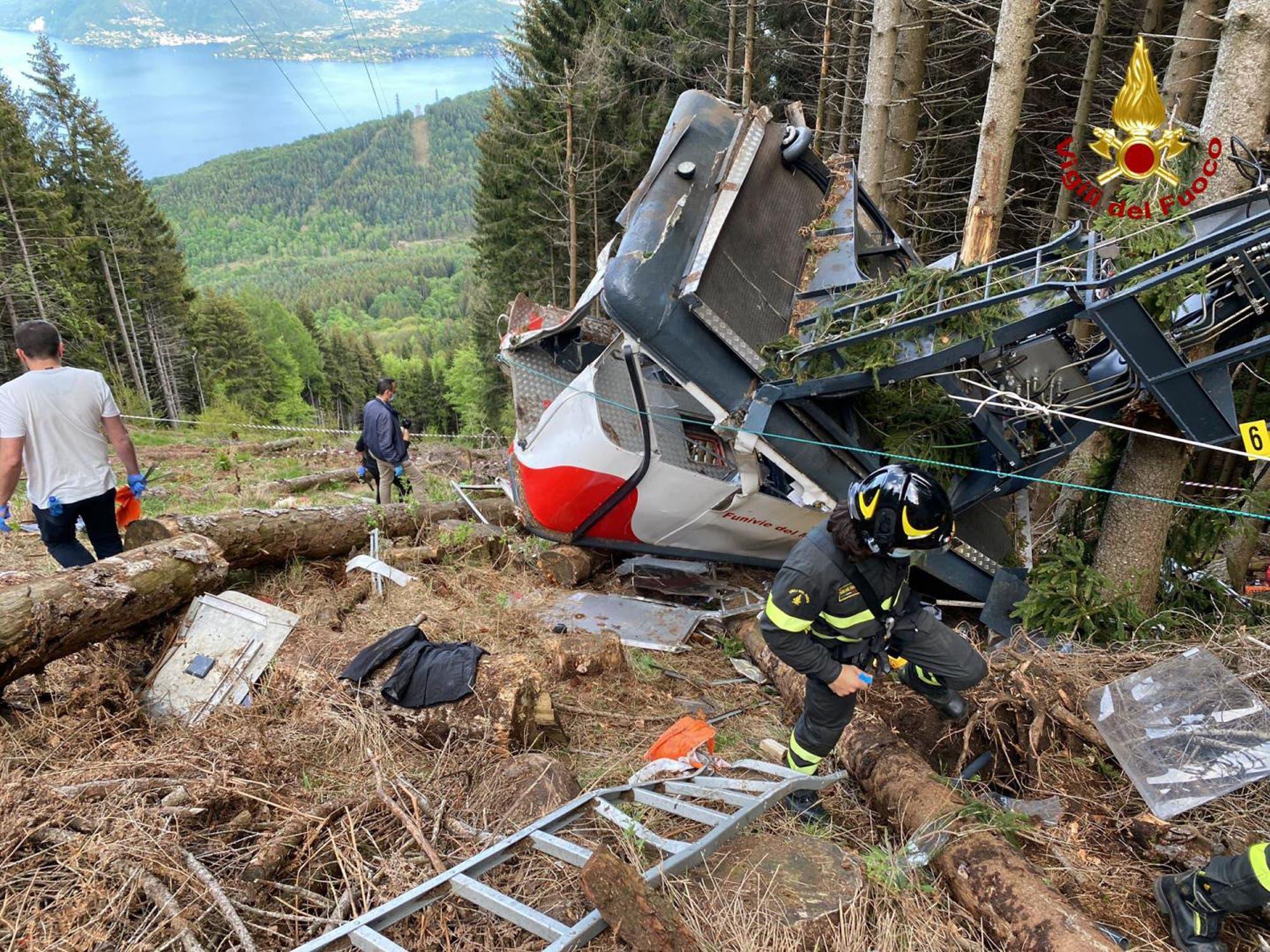 Rettungshelfer vor Ort: 13 Menschen starben, zwei Kinder wurden verletzt ins Spital gebracht.