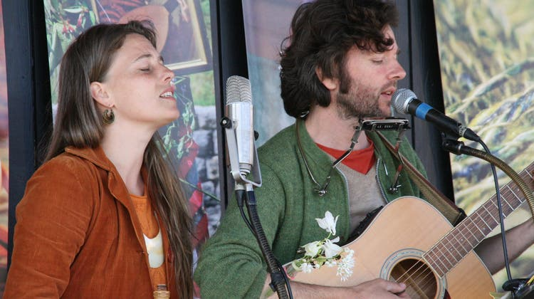 Gabriel Kramer, im Duett mit Sonja Wunderlin, gewann das Troubadix mit dem Lied Licht. (Bild: Peter Schütz)