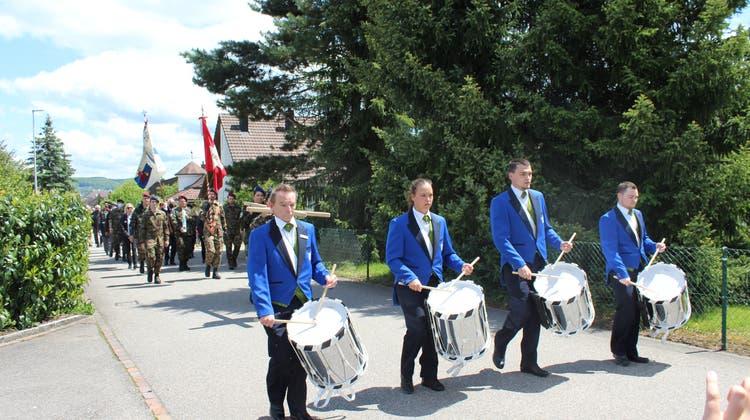 Tambouren mit der PMI (Pèlerinage Militaire International) in Leuggern