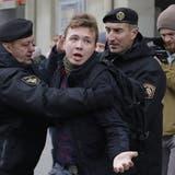 Der weissrussische Oppositionelle Roman Protasewitsch, hier bei einer Demonstration in Minsk 2017: Er befindet sich nun in den Fängen des weissrussischen Geheimdienstes KGB. (Sergei Grits / AP)